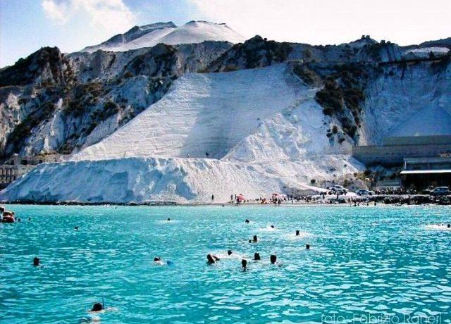 Lipari and the secrets of its six white bays