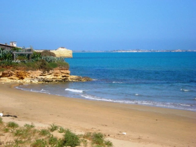 Santa-Maria- del-Focallo-beach